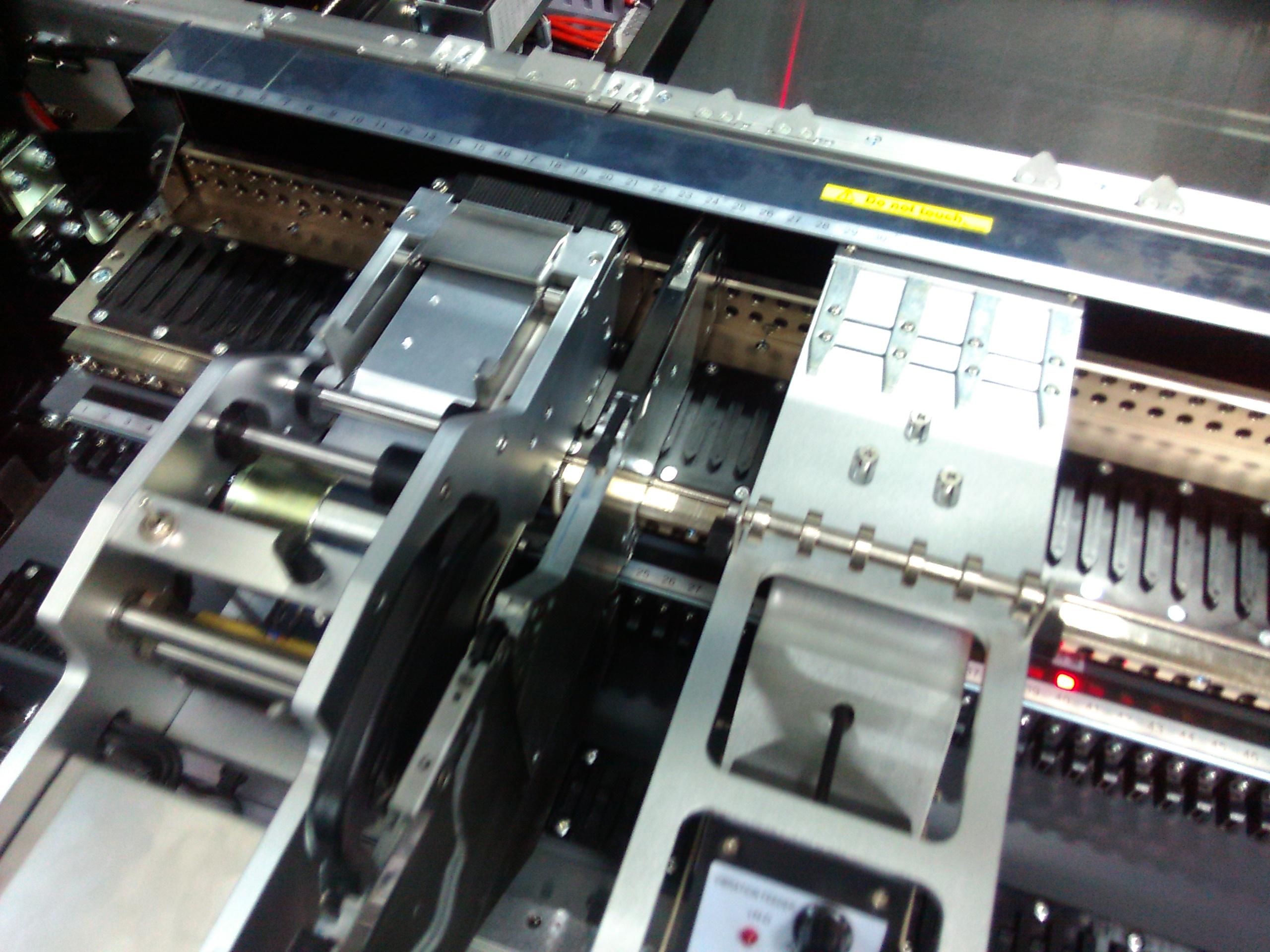 label feeder machine